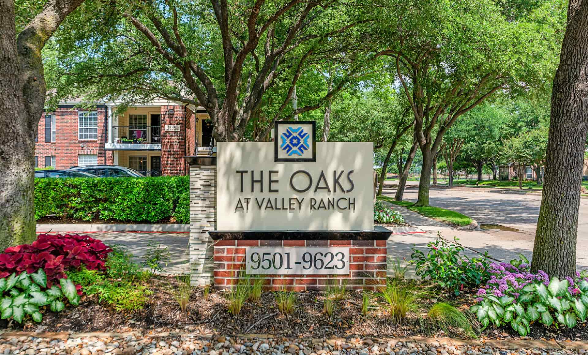 The Oaks at Valley Ranch sign.